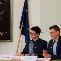 Jugend debattiert (16/90)